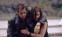 TO GO WITH STORY TITLED INSOMNIA--Al Pacino and Hillary Swank in Alcon EntertainmentÕs suspense-thriller ÒInsomnia.Ó  (AP Photo/ Warner Bros. Pictures).